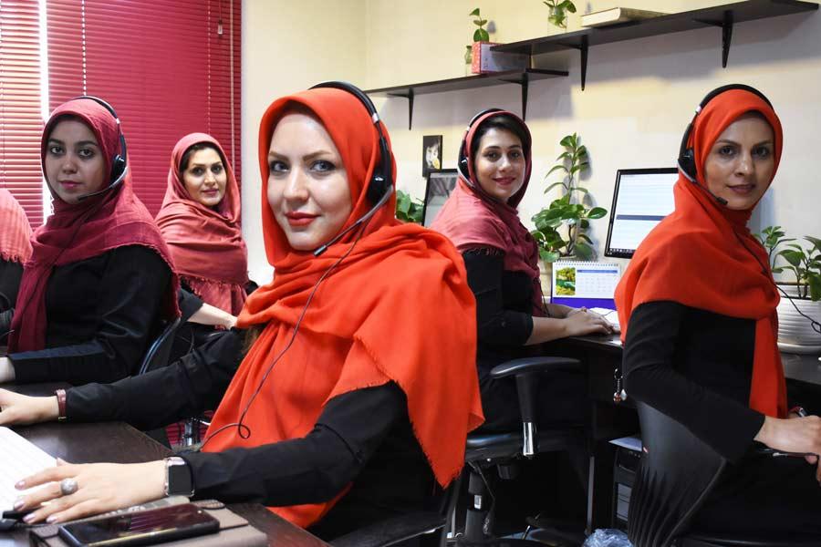 پاسخگویی به تماسهای کاری مرکز تماس خانم معینی